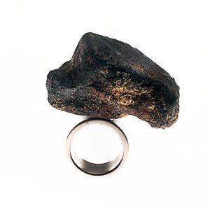 Anillo Meteorite #1 en acero, papel, plata y piedras semipreciosas - Colección Don't Wash - Giovanna Bittante Design