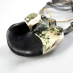 Colgante Solstizio en cerámica y terracota, fundidas con pigmentos y plata - Colección Terre - Giovanna Bittante Design