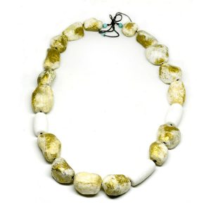 Collar Alba d'Oriente en papel y coral blanco - Colección Don't Wash - Giovanna Bittante Design