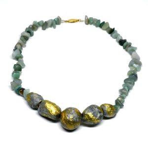 Collar Bosco Incantato en papel, piedras naturales y pigmentos dorados - Colección Don't Wash - Giovanna Bittante Design