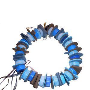 Collar PET tapones azules - Colección Plasti&Co - Giovanna Bittante Design