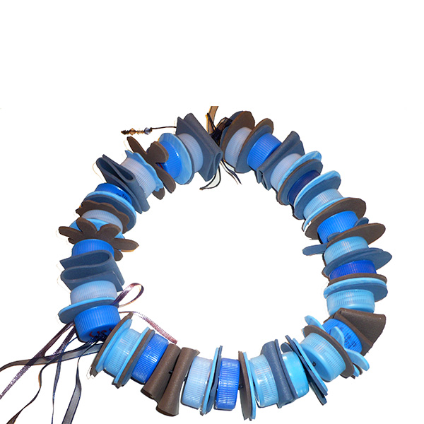 Collar PET tapones azules