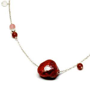 Collar Rosso Fuoco en papel y piedras naturales, con cadena de plata - Colección Don't Wash - Giovanna Bittante Design